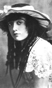 Mabel Normand in 1915.